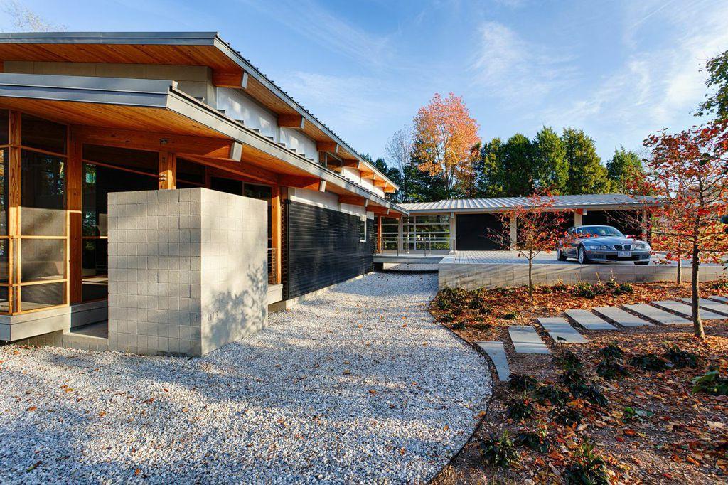 Modern timber frame house for Timber frame houses